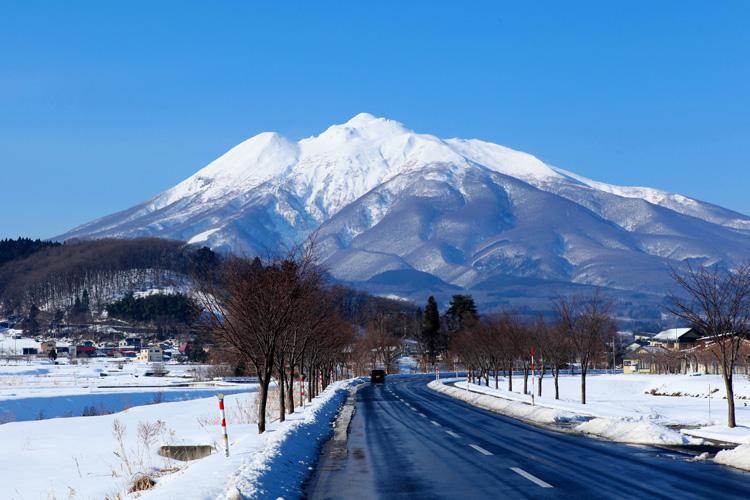 津軽のシンボル「岩木山」初夏の風景