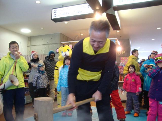 毎年恒例の新春餅つき大会