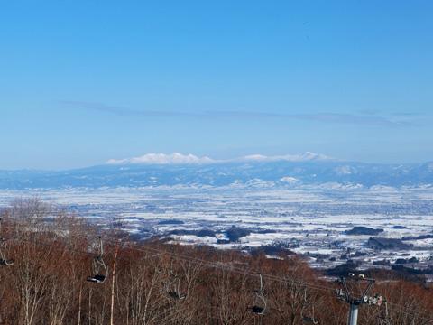 岩木山から見える八甲田山